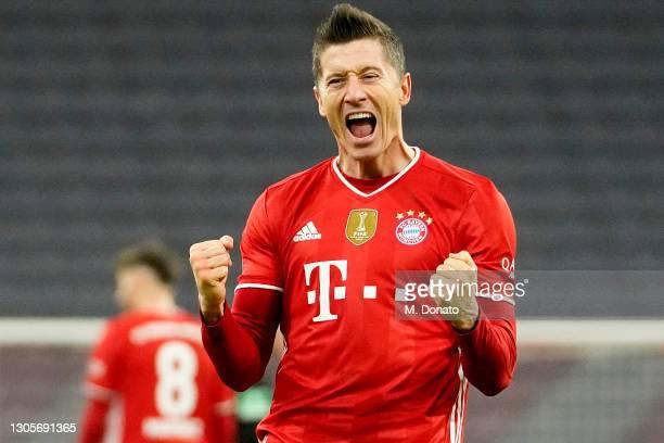 Robert Lewandowski of Bayern Muenchen celebrates after winning the Bundesliga match between FC Bayern Muenchen and Borussia Dortmund at Allianz Arena...