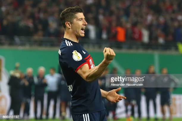 Robert Lewandowski of Bayern Muenchen celebrates scoring a goal in the penalty shotout during the DFB Cup round 2 match between RB Leipzig and Bayern...