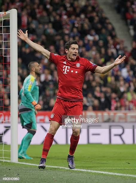 Robert Lewandowski of Bayern Muenchen celebrates scoring his teams fourth goal during the UEFA Champions League Group F match between FC Bayern...