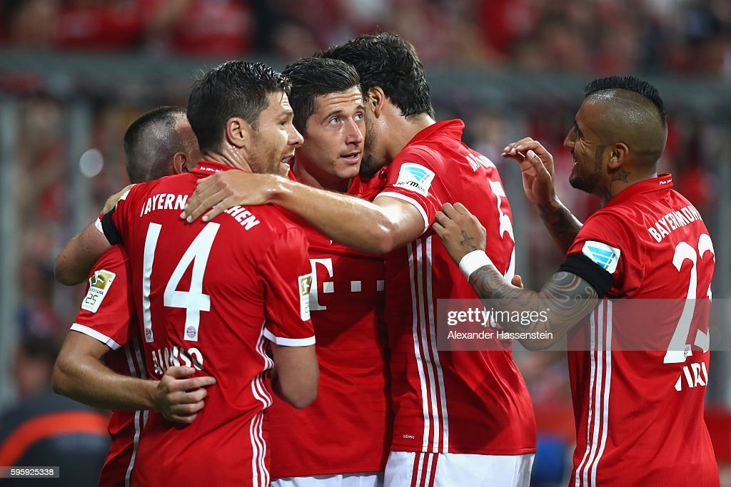 Robert Lewandowski (C) of Bayern Muenchen celebrates scoring the second team goal with his team mates during the Bundesliga match between Bayern Muenchen and Werder Bremen at Allianz Arena on August 26, 2016 in Munich, Germany.