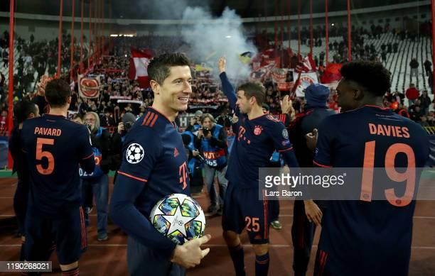 Robert Lewandowski of Bayern Muenchen celebrates with fans and Benjamin Pavard of Bayern Muenchen Thomas Mueller of Bayern Muenchen and Alphonso...