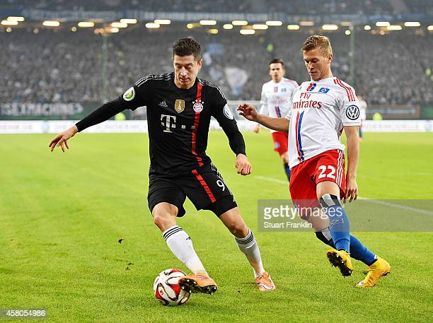 Robert Lewandowski of Bayern Muenchen in action during the DFB Cup match between Hamburger SV and FC Bayern Muenchen at Imtech Arena on October 29...