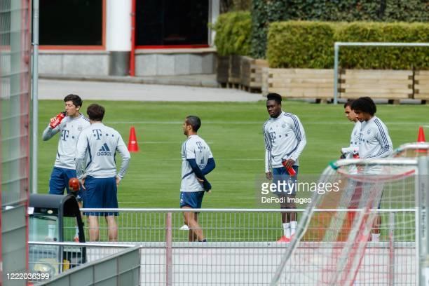 Robert Lewandowski of Bayern Muenchen Javi Martinez of Bayern Muenchen Thiago of Bayern Muenchen Alphonso Davies of Bayern Muenchen Oliver...