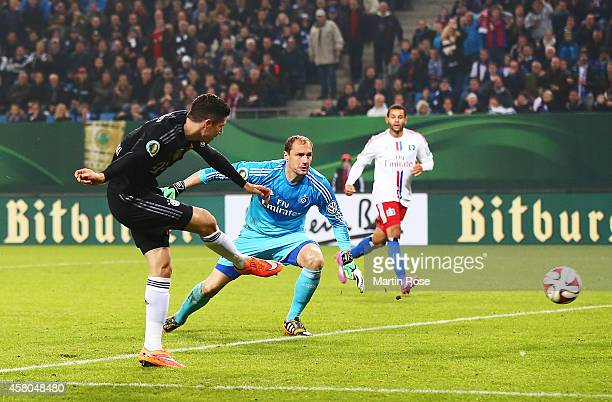 Robert Lewandowski of Bayern Muenchen scores a goal during the DFB Cup match between Hamburger SV and FC Bayern Muenchen at Imtech Arena on October...