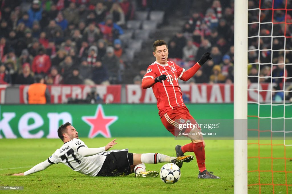 Robert Lewandowski of Bayern Muenchen scores his sides fifth goal during the UEFA Champions League Round of 16 First Leg match between Bayern Muenchen and Besiktas at Allianz Arena on February 20, 2018 in Munich, Germany.