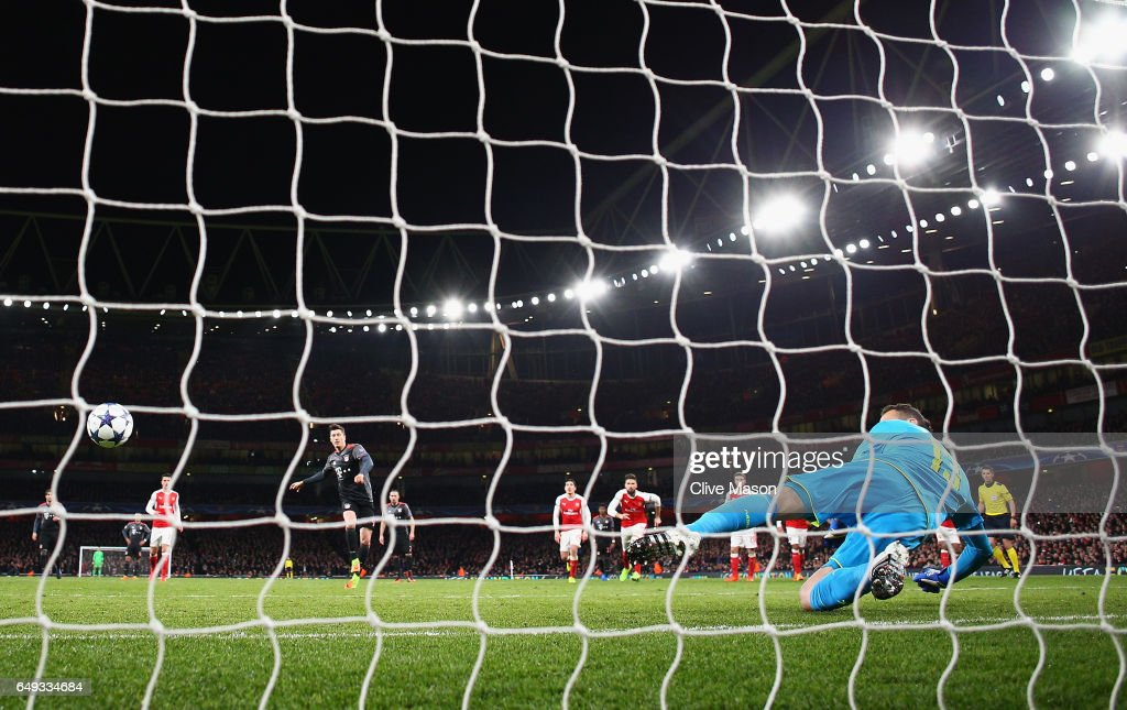 Robert Lewandowski of Bayern Muenchen scores their first goal past goalkeeper David Ospina of Arsenal from a penalty during the UEFA Champions League Round of 16 second leg match between Arsenal FC and FC Bayern Muenchen at Emirates Stadium on March 7, 2017 in London, United Kingdom.