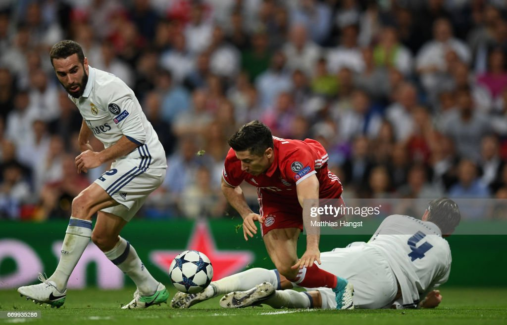 Robert Lewandowski of Bayern Muenchen, Sergio Ramos of Real Madrid and Daniel Carvajal of Real Madrid compete for the ball during the UEFA Champions League Quarter Final second leg match between Real Madrid CF and FC Bayern Muenchen at Estadio Santiago Bernabeu on April 18, 2017 in Madrid, Spain.