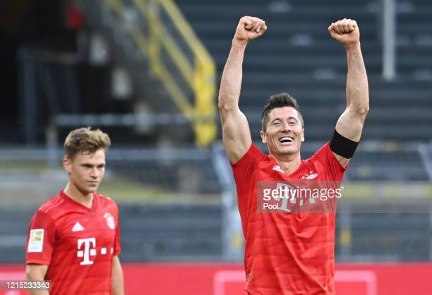 Robert Lewandowski of Bayern Munich celebrates victory after the Bundesliga match between Borussia Dortmund and FC Bayern Muenchen at Signal Iduna...