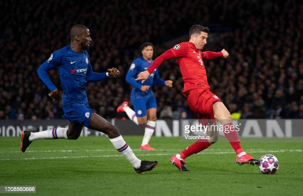 Robert Lewandowski of Bayern Munich closes in on goal chased by Antonio Rudiger only to be foiled by Chelsea goalkeeper Willy Caballero during the...
