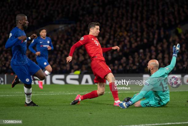 Robert Lewandowski of Bayern Munich closes in on goal only to be foiled by Chelsea goalkeeper Willy Caballero during the UEFA Champions League round...
