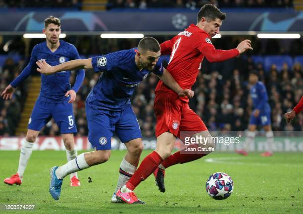 Robert Lewandowski of Bayern Munich competes for the ball with Mateo Kovacic of Chelsea during the UEFA Champions League round of 16 first leg match...