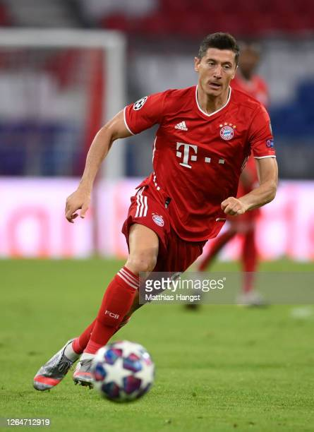 Robert Lewandowski of Bayern Munich in action during the UEFA Champions League round of 16 second leg match between FC Bayern Muenchen and Chelsea FC...
