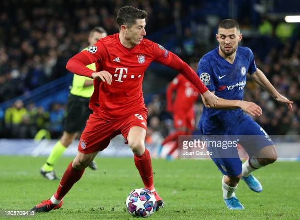 Robert Lewandowski of Bayern Munich Mateo Kovacic of Chelsea during the UEFA Champions League round of 16 first leg match between Chelsea FC and FC...