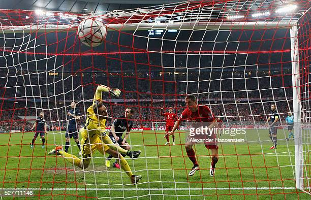 Robert Lewandowski of Bayern Munich scores their second goal with a header past goalkeeper Jan Oblak of Atletico Madrid during UEFA Champions League...