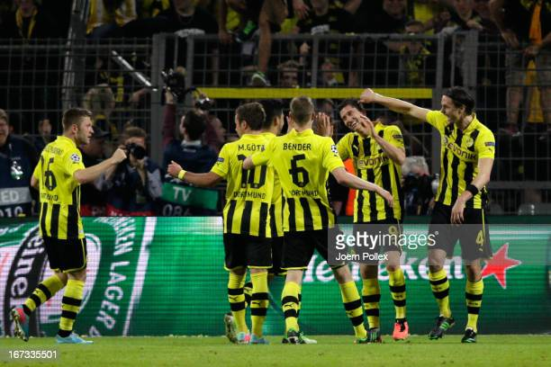 Robert Lewandowski of Borussia Dortmund celebrates scoring their fourth goal from the penalty spot with his team mates during the UEFA Champions...