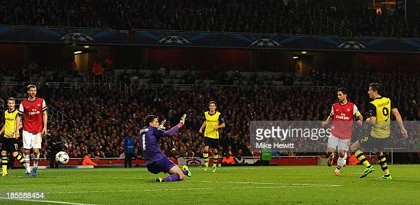 Robert Lewandowski of Borussia Dortmund scores their second goal past Wojciech Szczesny of Arsenal during the UEFA Champions League Group F match...