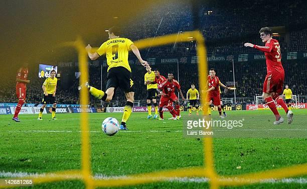Robert Lewandowski of Dortmund scores the winning goal during the Bundesliga match between Borussia Dortmund and Bayern Muenchen at Signal Iduna Park...