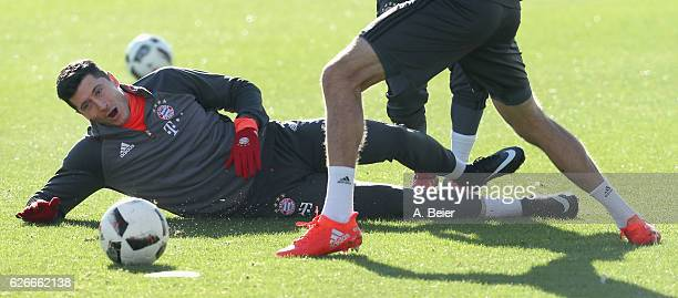 Robert Lewandowski of FC Bayern Muenchen and teammates warm up during a training session at the Saebener Strasse training ground on November 30 2016...