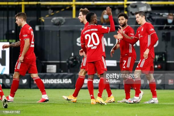 Robert Lewandowski of FC Bayern Muenchen celebrates with his team mates Lucas Hernandez , Leon Goretzka, Bouna Sarr and Serge Gnabry after scoring...