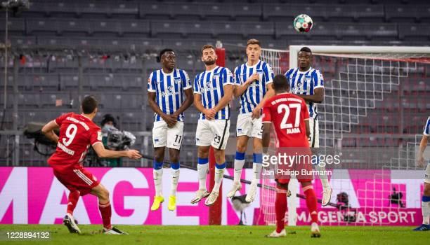 Robert Lewandowski of FC Bayern Muenchen, Dodi Lukebakio, Lucas Tousart, Krzysztof Piatek of Hertha BSC, David Alaba of FC Bayern Muenchen and Jhon...