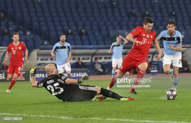 Robert Lewandowski of FC Bayern Muenchen goes around Pepe Reina of S.S. Lazio to go on and score their side's first goal during the UEFA Champions...