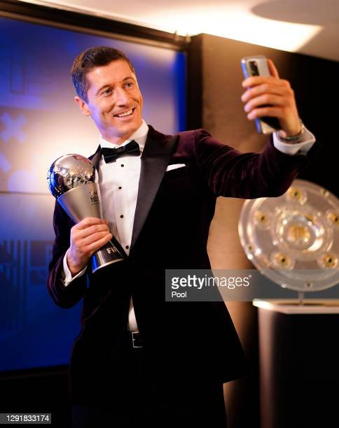 Robert Lewandowski of FC Bayern Muenchen poses after being awarded as FIFA Men's Player 2020 during the FIFA The BEST Awards ceremony on December 17,...