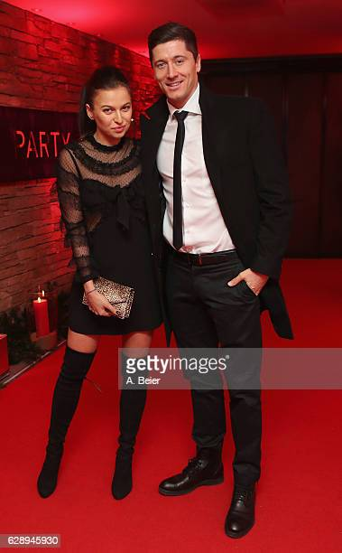 Robert Lewandowski of FC Bayern Muenchen poses with his wife Anna Stachurska as they arrive for the club's Christmas party at H'ugo's bar on December...