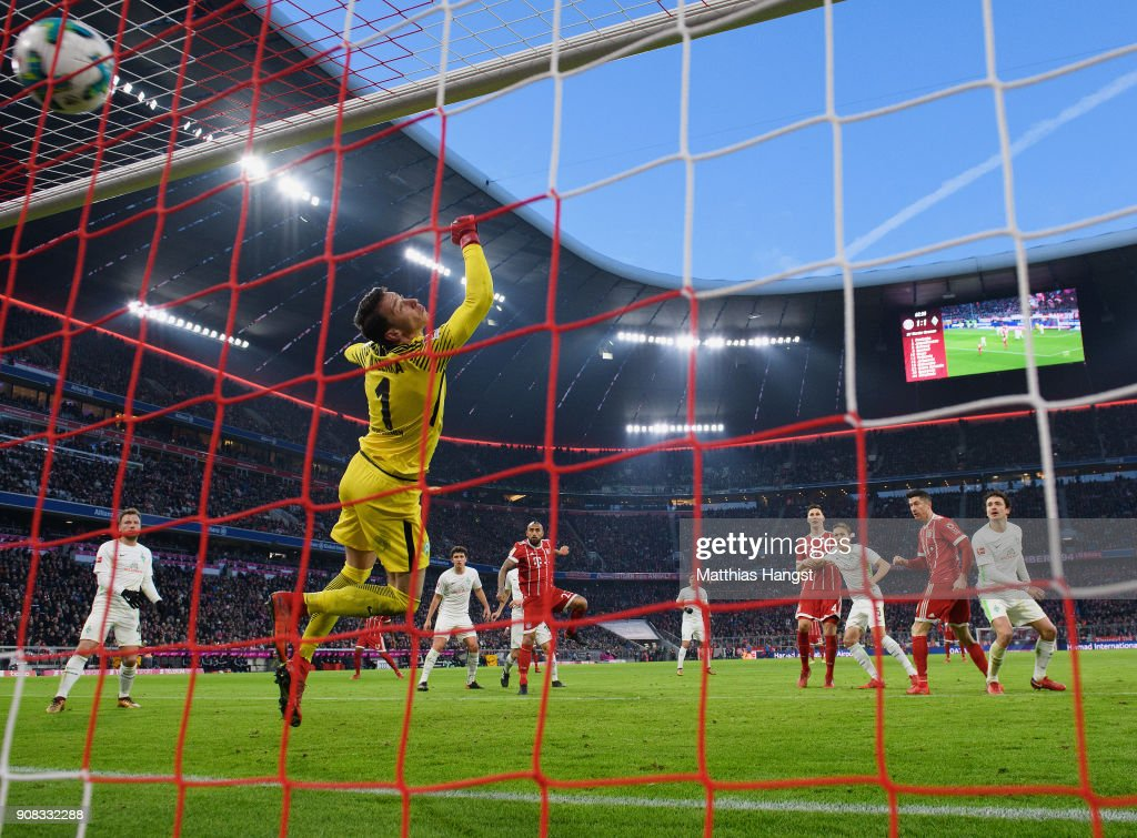 Robert Lewandowksi of FC Bayern Muenchen scores his team's second goal during the Bundesliga match between FC Bayern Muenchen and SV Werder Bremen at Allianz Arena on January 21, 2018 in Munich, Germany.