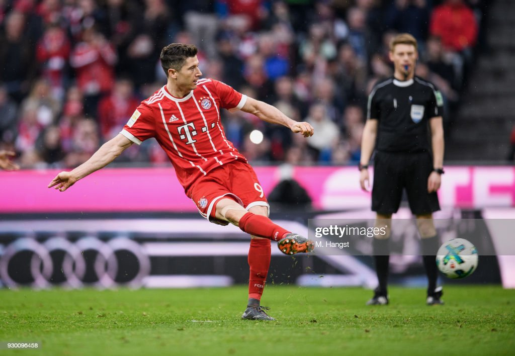 Robert Lewandowksi of FC Bayern Muenchen scores his team's sixth goal by penalty during the Bundesliga match between FC Bayern Muenchen and Hamburger SV at Allianz Arena on March 10, 2018 in Munich, Germany.