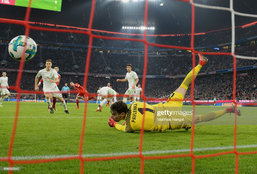 Robert Lewandowksi of FC Bayern Muenchen scores his team's third goal during the Bundesliga match between FC Bayern Muenchen and SV Werder Bremen at Allianz Arena on January 21, 2018 in Munich, Germany.