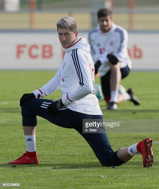 Robert Lewandowski of FC Bayern Muenchen warms up during a training session at the club's Saebener Strasse training ground on January 10 2018 in...