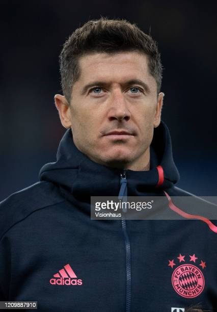 Robert Lewandowski of FC Bayern Munchen before the UEFA Champions League round of 16 first leg match between Chelsea FC and FC Bayern Muenchen at...