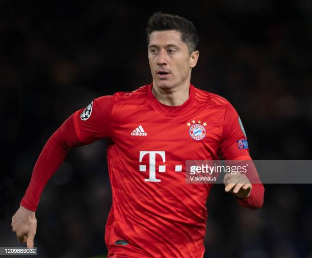 Robert Lewandowski of FC Bayern Munchen in action during the UEFA Champions League round of 16 first leg match between Chelsea FC and FC Bayern...