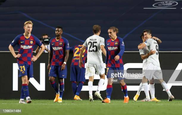 Robert Lewandowski of FC Bayern Munich celebrates with teammates after scoring his team's sixth goal during the UEFA Champions League Quarter Final...
