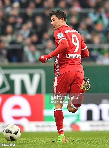Robert Lewandowski of Muenchen backheels a shot during the Bundesliga match between Werder Bremen and Bayern Muenchen at Weserstadion on January 28...