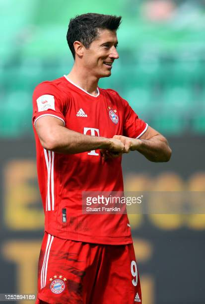 Robert Lewandowski of Muenchen celebrates his team's third goal during the Bundesliga match between VfL Wolfsburg and FC Bayern Muenchen at...