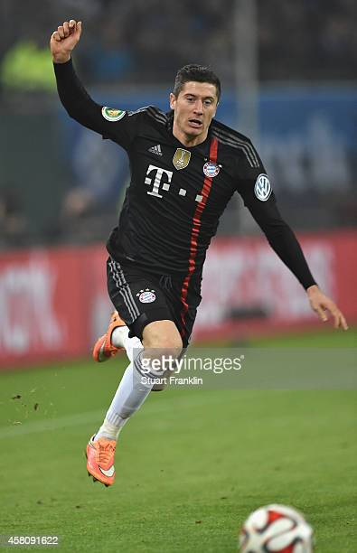Robert Lewandowski of Muenchen in action during the DFB Cup match between Hamburger SV and FC Bayern Muenchen at Imtech Arena on October 29 2014 in...