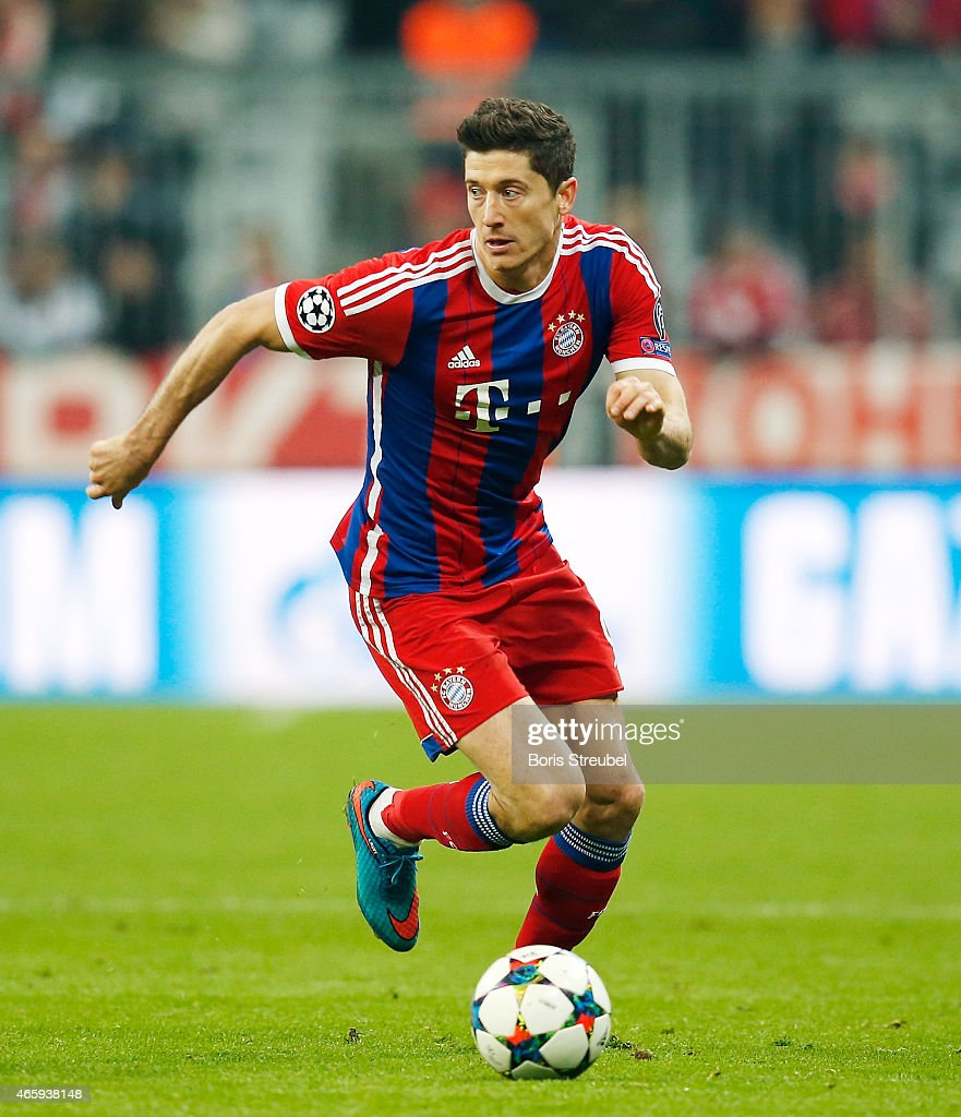 Uefa Champions League Round Of: Robert Lewandowski Of Muenchen Runs With The Ball During