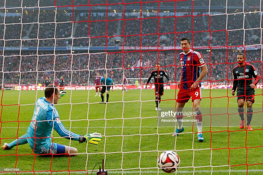 Robert Lewandowski of Muenchen scores the 6th goal against Jaroslav Drobny keeper of Hamburg during the Bundesliga match between FC Bayern Muenchen and Hamburger SV at Allianz Arena on February 14, 2015 in Munich, Germany.