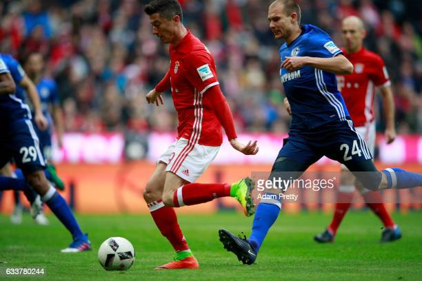 Robert Lewandowski of Muenchen scores the opening goal during the Bundesliga match between Bayern Muenchen and FC Schalke 04 at Allianz Arena on...