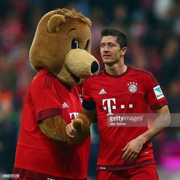 Robert Lewandowski of Muenchen shakes hands with mascot Berni after the Bundesliga match between FC Bayern Muenchen and VfL Wolfsburg at Allianz...