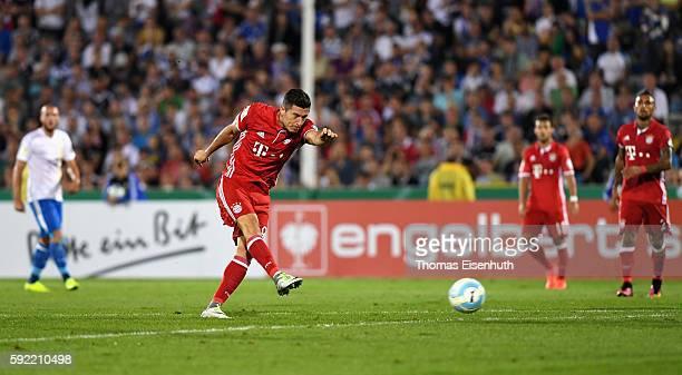 Robert Lewandowski of Munich scores his third goal during the DFB Cup match between FC Carl Zeiss Jena and Bayern Muenchen at ErnstAbbeSportfeld on...