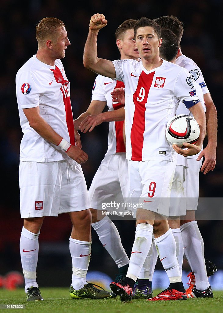 Robert Lewandowski of Poland celebrates with his team mates after scoring the equalising goal in the final minute of the game during the EURO 2016 Qualifier between Scotland and Poland at Hamden Park on October 8, 2015 in Glasgow, Scotland.