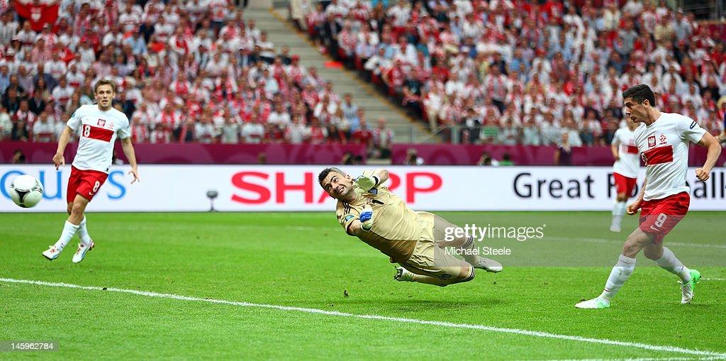 Poland v Greece - Group A: UEFA EURO 2012 : Nieuwsfoto's