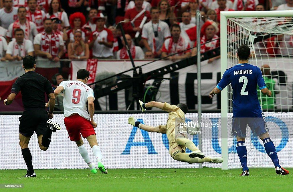 Poland v Greece - Group A: UEFA EURO 2012 : Nachrichtenfoto