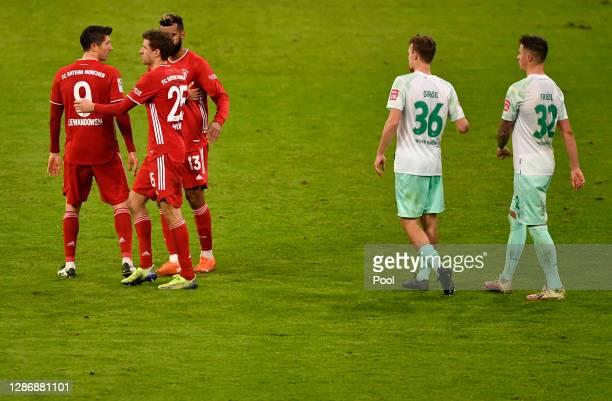 Robert Lewandowski Thomas Mueller Eric Maxim ChoupoMoting of Muenchen Christian Gross and Marco Friedl of Bremen react after the Bundesliga match...