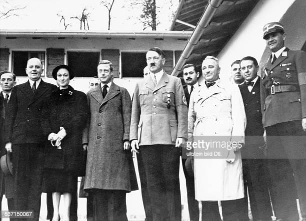 Robert LeyRobert LeyAdolf Hitler Paul Otto Schmidt Politiker NSDAP D mit dem Herzog und der Herzogin von Windsor auf der Terrasse des Berghofes auf...
