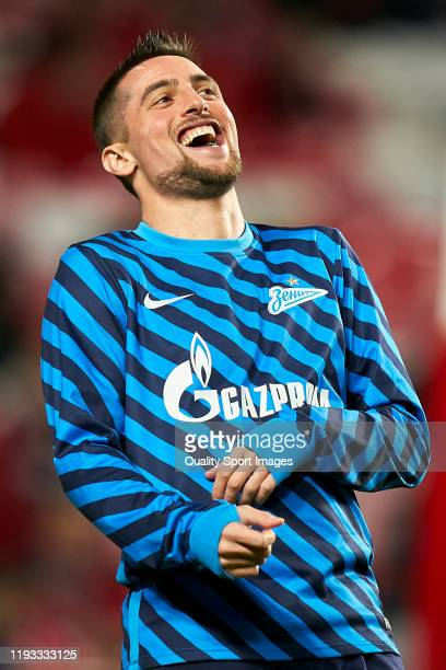 Robert Mak of FC Zenit Saint Petersburg reacts prior to the UEFA Champions League group G match between SL Benfica and Zenit St. Petersburg at...
