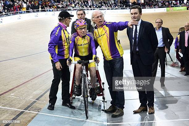 Robert Marchand and his coach Gerard Mistler during his attempt to break his own world cycling record at the age of 105 taking part in a onehour...