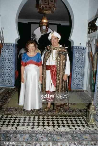 Robert Maxwell et Elisabeth Maxwell invités au 70ème anniversaire de Malcolm Forbes dans le palais de ce dernier à Tanger au Maroc